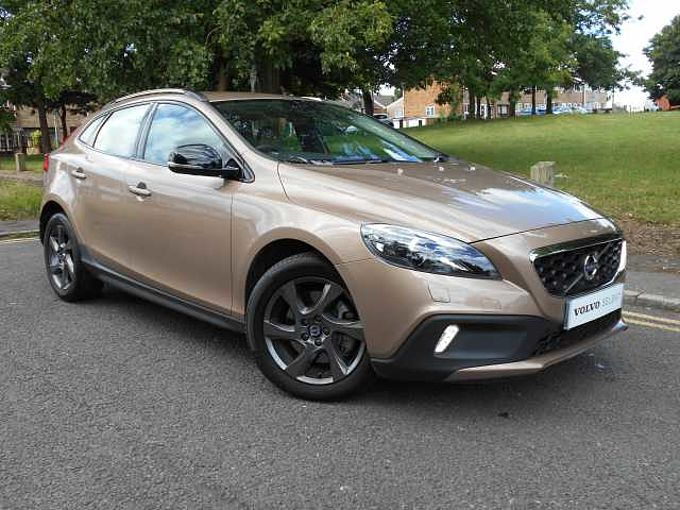 Volvo V40 D2 Cross Country Lux, DAB, Xenons, Bluetooth, Cruise Control, 17' Alloys, USB