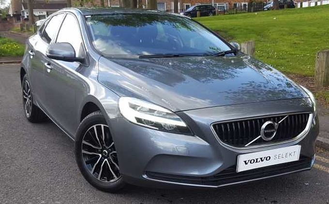 Volvo V40 T2 Momentum, 16' Alloys, Bluetooth, DAB Radio, CD Player, Dual-Zone Climate Control
