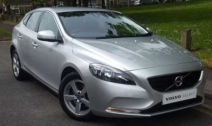 Volvo V40 D2 SE Manual, Cruise Control, Bluetooth Phone Connection, DAB Radio