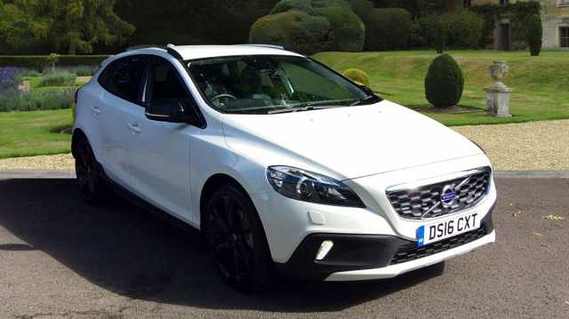 Volvo V40 D2 (120) Cross Country Lux Geartronic, 19' Alloys, Rear Spoiler, DAB, Bluetooth, Xenons, & MORE