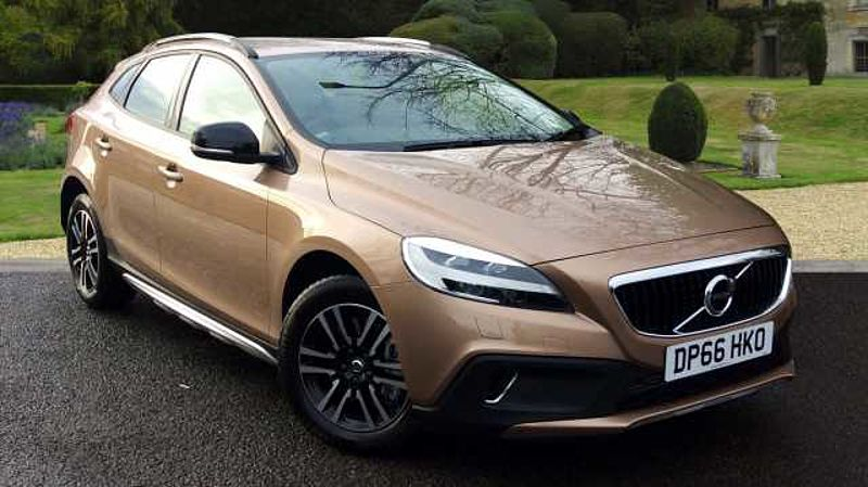 Volvo V40 D2 (120) Cross Country Nav Plus Manual, Winter Pack, DAB, Cruise Control, Bluetooth, Rear Park Assist, Cruise Control